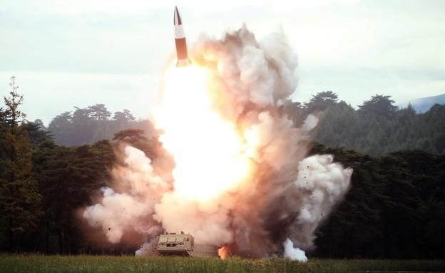 צפון קוריאה שיגור טיל (צילום: KCNA)