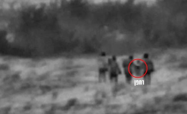 """חוליה אירנית אוחזת ברחפן בסוריה (צילום: דובר צה""""ל)"""