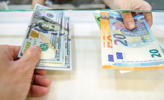דולר ליורו, צ'יינג' (צילום: By Ton Anurak, shutterstock)