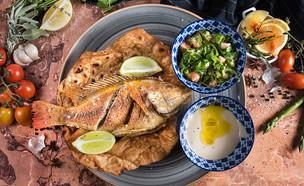 דג ופיתה מטוגנת עם טאבולה וטחינה  (צילום: יעל יצחקי, מאסטר שף)