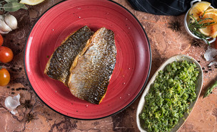 דג מטוגן עם סלט שעועית ירוקה (צילום: יעל יצחקי, מאסטר שף)