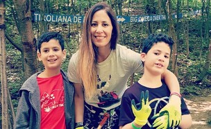 אורית צמח עם ילדיה ניב ורן (צילום: אלבום פרטי)