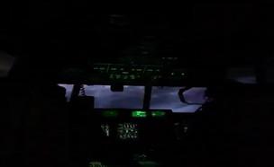 לוכדי ההוריקן של חיל האוויר האמריקני בלב ההוריקן ד (צילום: CNN)
