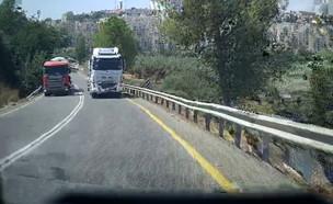תיעוד: משאית עוקפת בפראות בכביש מבית שמש (צילום: רן סרי)