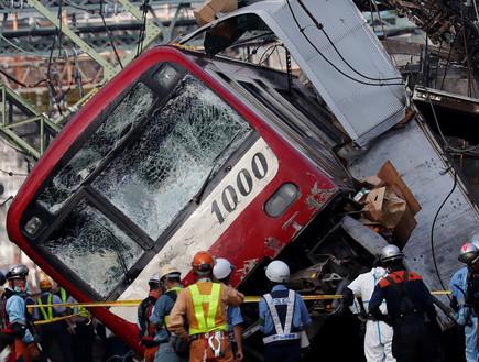 רכבת שהתהפכה ליד טוקיו בסופת הטייפון