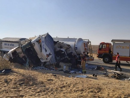 תאונת בין שתי משאיות בדימונה