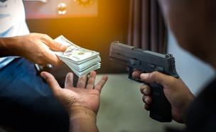 אקדח (צילום: shutterstock | Mr.Preecha Poolkasem)