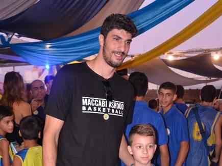 הקפטן החדש הוצג בערב הגאלה. אליהו (באדיבות מכבי אשדוד) (צילום: ספורט 5)