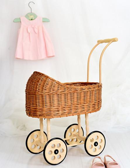 מתנות בלוגריות, ג, נתנאלה, עגלה לבובה (צילום: שרית נובק - מיס פטל)