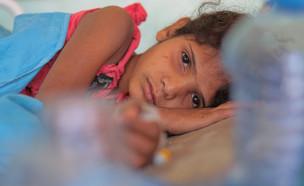 ילדה חולה (צילום: anasalhajj, shutterstock)
