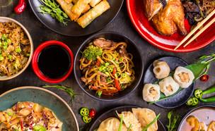 אוכל אסייתי מגוון (צילום:  Elena Eryomenko, shutterstock)