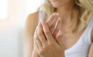 ידיים של אישה (צילום:  goodluz, shutterstock)