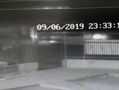 תיעוד: מאיץ עם הרכב לעבר בן משפחתו בעוצמה במכוון