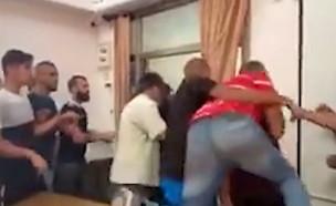 מתפרעים תקפו את ראש עיריית שפרעם בלשכתו