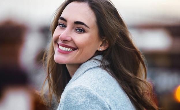 אישה שמחה (צילום:  Nick Starichenko, shutterstock)