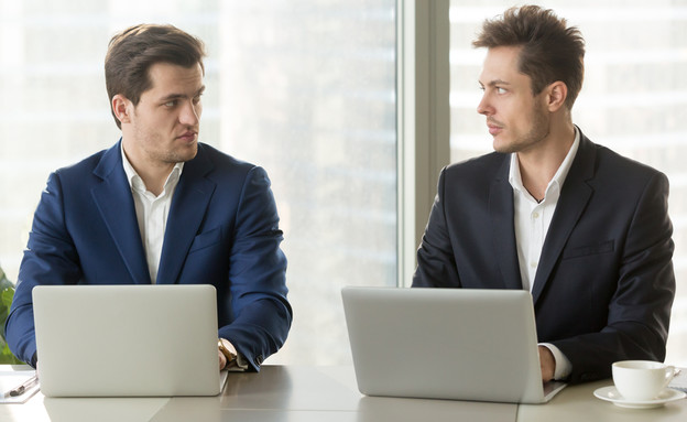 גברים במשרד