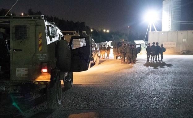 """פעילות צה""""ל לאיתור המחבלים מהפיגוע ליד דולב (צילום: דובר צה""""ל )"""