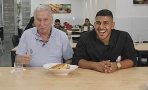 ישראלוביץ' עם הטבח ערוסי מבסיס ג'וליס (צילום: החדשות 12)