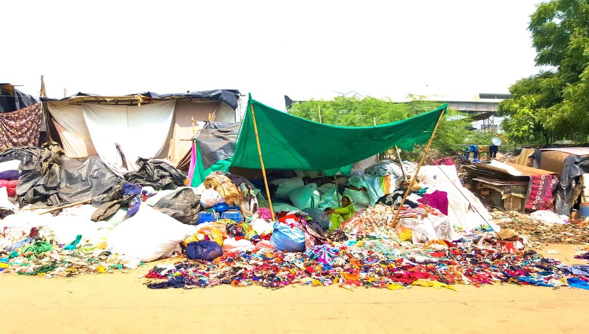 אוהל מחזור בגדים