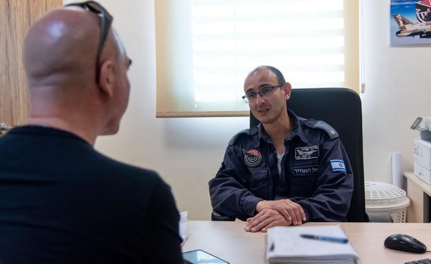 רס''ן אהרון קצין טכני טייסת 201 (צילום: דובר צה