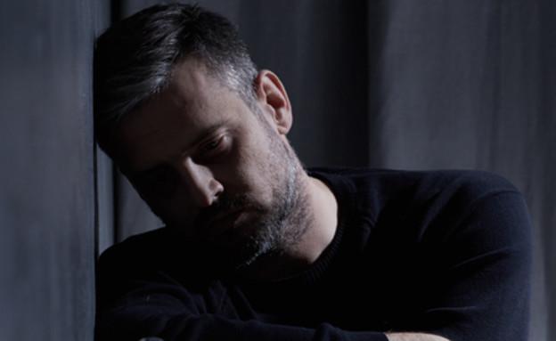 גבר עצוב (צילום: Photographee.eu, shutterstock)