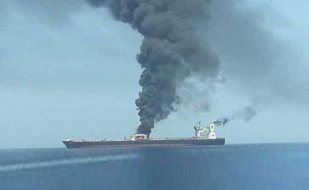 מכלית עולה באש