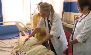 משלחת הרופאים שיצאה לנפאל להציל ולהביא חיים (צילום: החדשות 12)