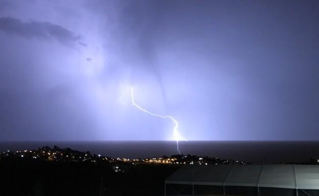 ברקים, רעמים, ברק פוגע בים