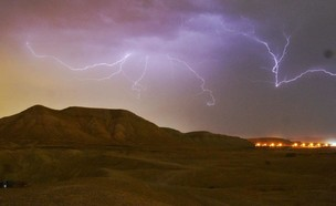 נחל אוג אתמול בלילה (צילום: יואב ארי, רשות הטבע והגנים)