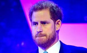 הנסיך הארי עוצר את הדמעות כשנזכר בהריון של מייגן  (צילום: sky news)