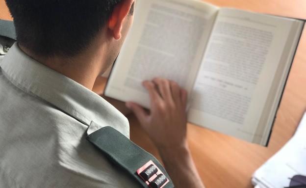 תוכנית חדשה בצהל: קצינים יחויבו בקריאת ספרים