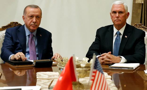 """סגן שניא ארה""""ב מייק פנס ונשיא טורקיה ארדואן (צילום: reuters)"""