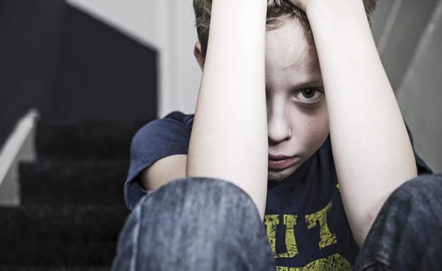 ילד עצוב (צילום: shutterstock, Nadezda Barkova)