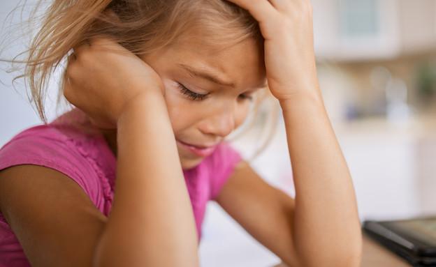 ילדה בוכה (צילום: shutterstock, Nadezda Barkova)