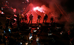 הפגנות אלימות בביירות בלבנון בעקבות החלטה על הטלת מיסים חדשים (צילום: רויטרס)