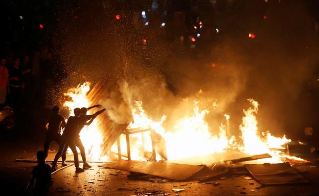 ההפגנות בביירות בעקבות הטלת מיסים חדשים (צילום: רויטרס)