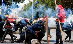 מפגינים בואלפאריסו (צילום: רויטרס)