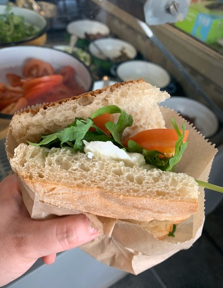 דה וינצ'י - מוצרלה בפאלו, פסטו, עגבנייה ורוקט