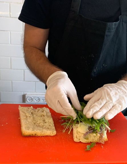 מכינים כריך פאברוטי בצ'נטרו
