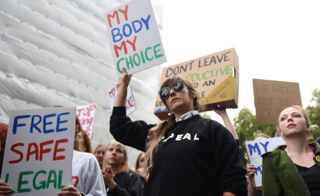 הפגנות נגד חוק ההפלות בצפון אירלנד (צילום: רויטרס)