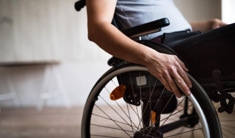 כיסא גלגלים (צילום: Halfpoint, shutterstock )