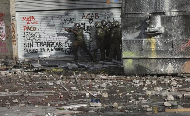 עוצר צבאי ב-16 מחוזות, צ'ילה (צילום: AP)