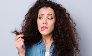 שיער מתולתל יבש (צילום: Shutterstock)