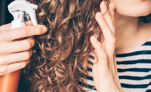 ספריי שיער מתולתל (צילום: Shutterstock)