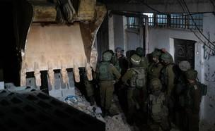 """הריסת בית המחבל שהרג את רונן לוברסקי (צילום: דובר צה""""ל)"""