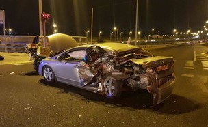 מכונית שנפגעה מרכב נמלט באיילון