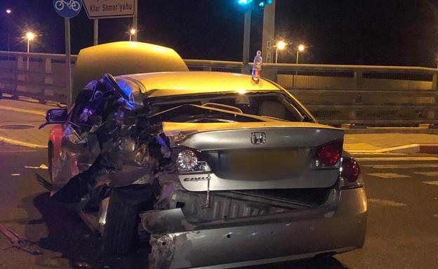 מכונית שנפגעה מרכב נמלט באיילון (צילום: משטרת ישראל)