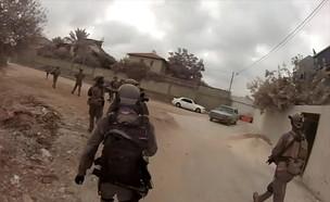 """מעצר חוליית המחבלים שיידו אבנים סמוך לכפר עזון (צילום: דובר צה""""ל )"""