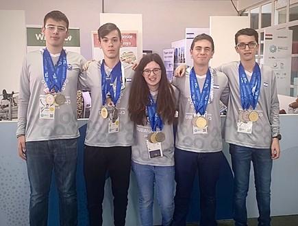 משלחת רובוטיקה של תלמידים מישראל לדובאי.