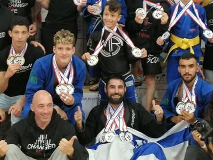 גאווה ישראלית. נבחרת הג'יאו ג'יטסו הישראלית למשחקי העולם. (איגוד ה (צילום: ספורט 5)